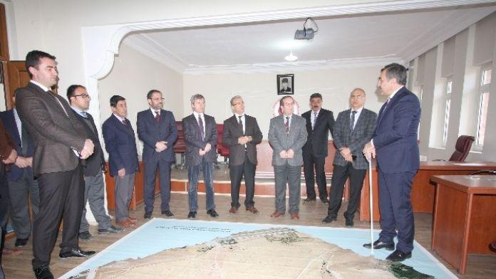 Vali Çınar'dan Ahlat Belediyesi'ne Ziyaret
