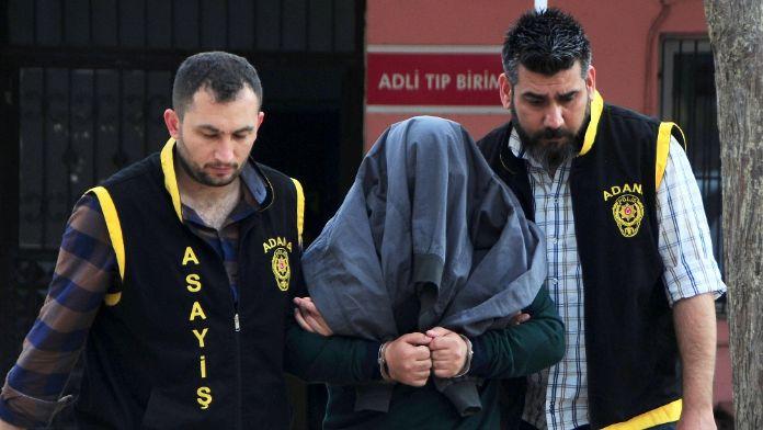 Teminat paralarını zimmetine geçiren katip tutuklandı