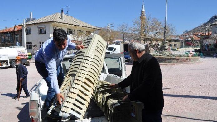 Seydişehir Belediyesi Mezarlık Ve Taziye Evleri İçin Tabure Dağıttı