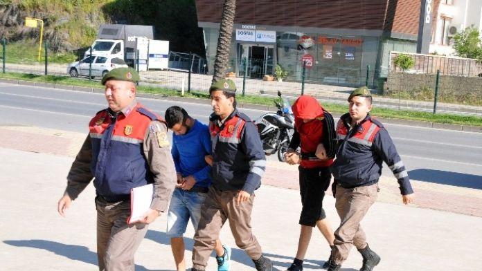 Turist Kadının Çantasını Çalan İki Kardeş Yakalandı