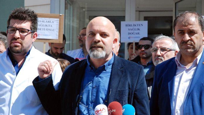 Sağlıkçılardan 'silahlı saldırı' protestosu