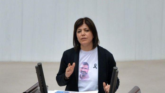 HDP'li Vekil Tahir Elçi Tişörtü İle Kürsüye Çıktı