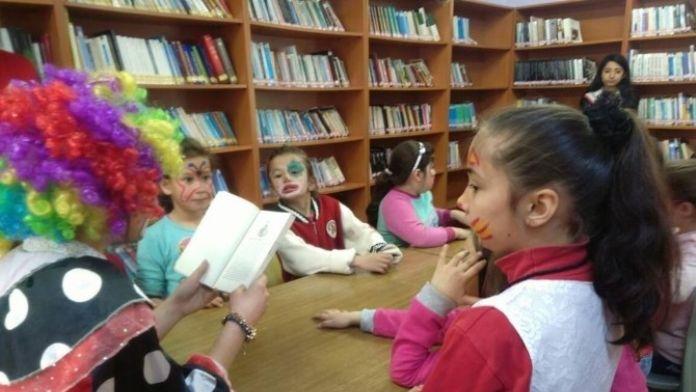 Gençler, Minik Öğrencilerle Buluştu