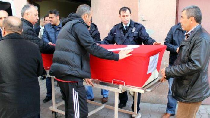 Beyin kanamasından ölen polis memuru törenle uğurlandı