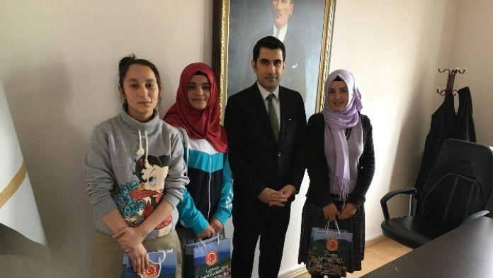 Kaymakam İzmir, En Çok Kitap Okuyan Öğrencileri Ödüllendirdi