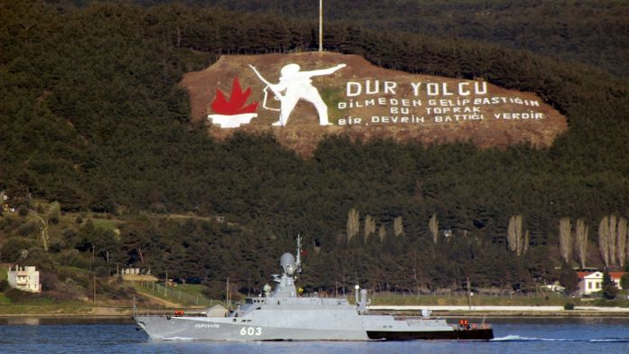 Rus savaş gemileri Çanakkale Boğazı'nda