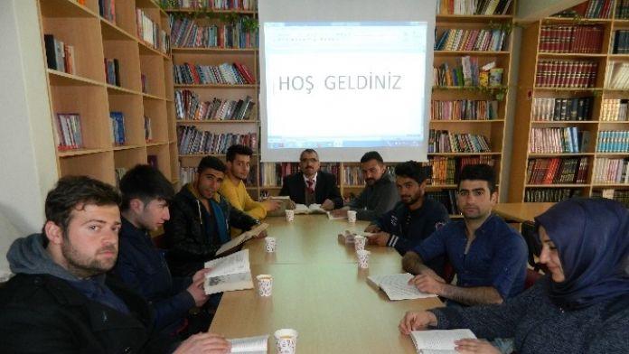 AK Parti Gençlik Kolları Tarafından Bir Saatlik Okuma Etkinliği Düzenlendi