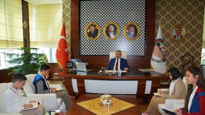 Başkan Baran Öğrencilerle Röportaj Yaptı