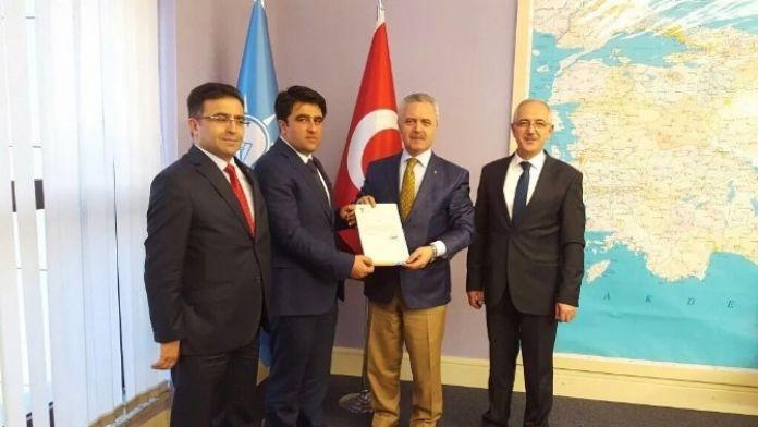 AK Parti İl Başkanlığına Atanan Ercik Mazbatasını Aldı