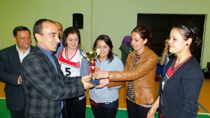 Ulukışla Kaymakamlık Voleybol Turnuvası Tamamlandı