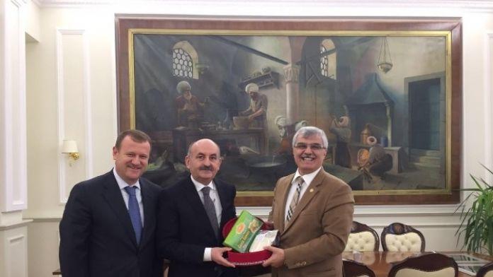 Bakan Müezzinoğlu'na Burdur Yatırımları Dosyası