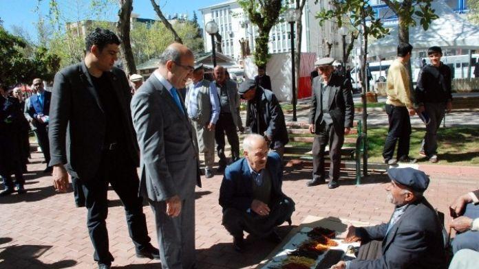 Vali Demirtaş, Demokrasi Parkında Vatandaşlarla Bir Araya Geldi