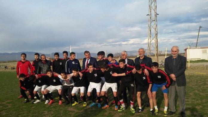 Başkan Gürkan, Battalgazi Belediyespor U 16 Takımını Ziyaret Etti