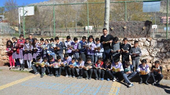 Tut İlçesinde Kütüphane Haftası Etkinliği Gerçekleştirildi