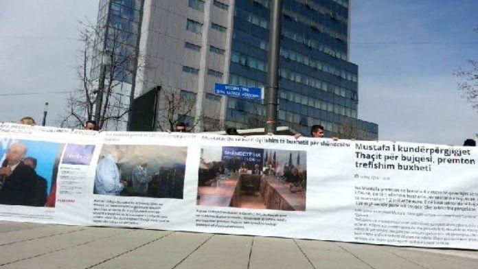 Kosova Ana Muhalefet Partisi'nden 1 Nisan eylemi