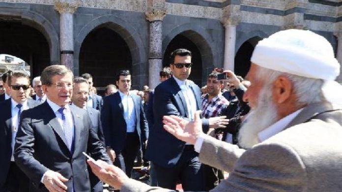 Davutoğlu: Mürşid şehir Diyarbakır, kardeşliğin en güzel örneğini gösterdi
