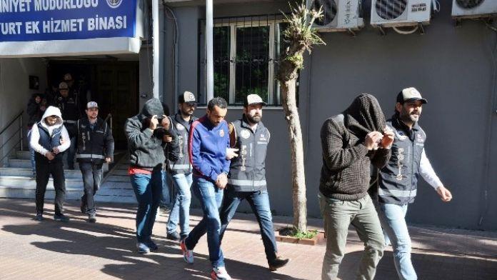 İzmir Polisinden Göçmen Kaçakçılarına Darbe