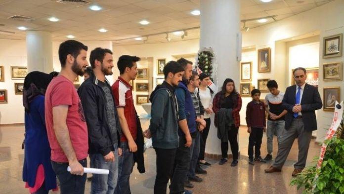 Gençler Kat-ı Sanatı Hat Sergisini Gezdi