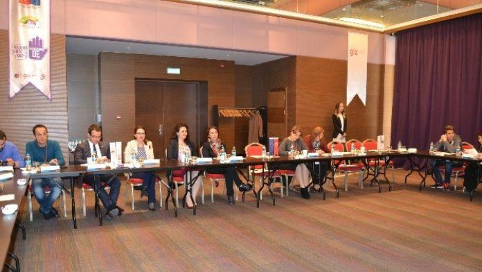 Trabzon'da 'Aile İçi Şiddetle Mücadele Projesi' Bilgilendirme Toplantısı
