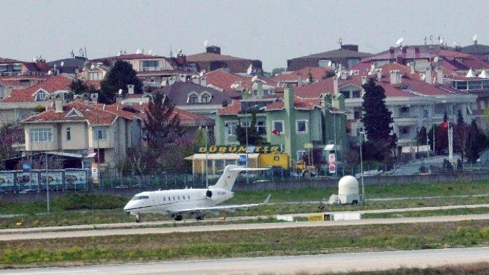 Ebru Gündeş, Eşi Zarrab'ın Uçağıyla Antalya'ya Gitti