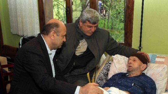 Bakan Ve Valiler, Başkanın Babasını Ziyaret Ettiler