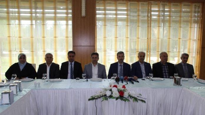 AK Parti Basın Mensuplarıyla Bir Araya Geldi