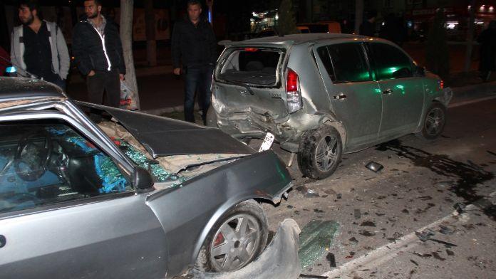 5 aracın karıştığı kazada 6 kişi yaralandı