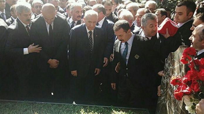MHP'nin Merhum Genel Başkanı Türkeş, Kabri Başında Anıldı