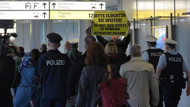 Türkiye'den Gönderilen İlk Sığınmacılar Almanya'da