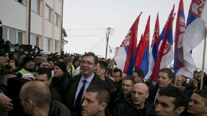 Sırbistan Başbakanı'nın Kosova Ziyareti Kosovalı Arnavut, Türk ve Boşnaklar tarafından tepkiyle karşılandı