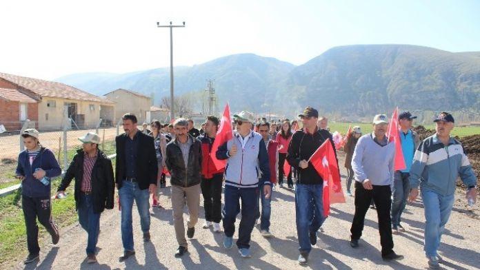 İnönü'de Yüzlerce Vatandaş Şehitliğine Yürüdü