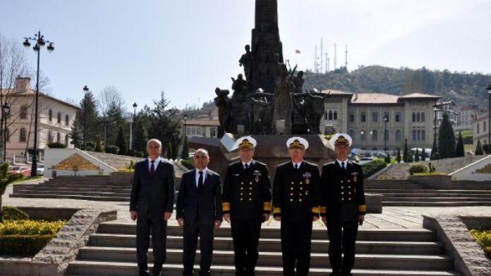 Donanma Komutanı Kastamonu Valisi'ni ziyaret etti