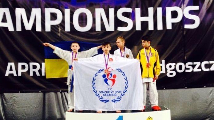 7. Dünya Shotokan Karate Şampiyonası'nda Hasan Yıldırım Altın Madalya Kazandı