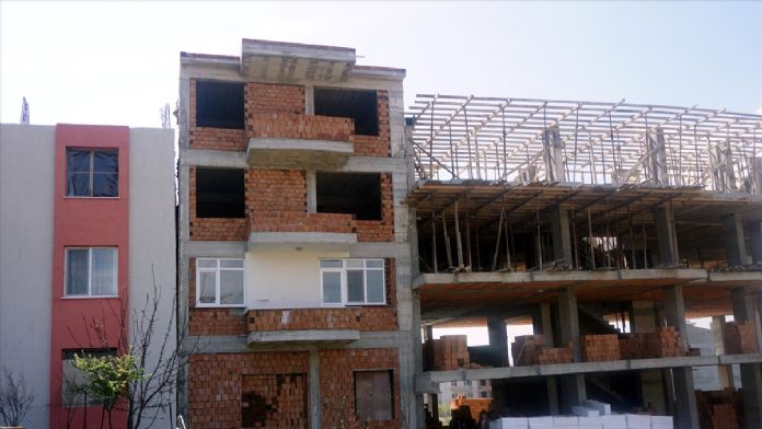 İnşaat kazısında hasar gören evine 3 aydır giremiyor