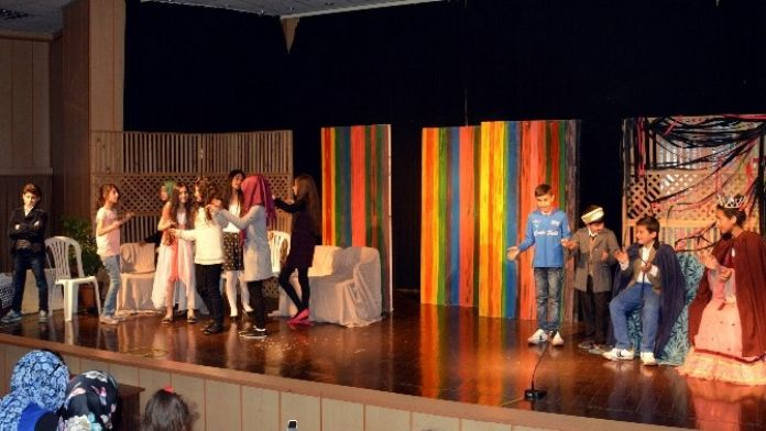Akdeniz Belediyesi Mahalle Evleri, Geleceğin Tiyatrocularını Yetiştiriyor