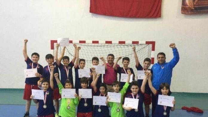 TED İzmir Koleji Yarı Finalde