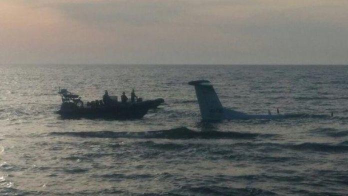 Küçük uçak denize zorunlu iniş yaptı
