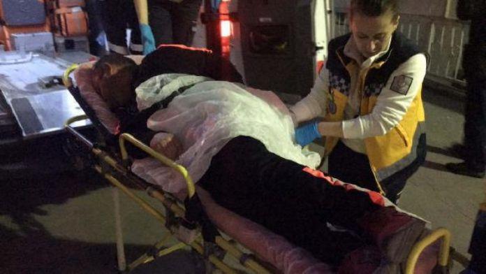 Otostop yapan 2 kızı aracına aldı, bıçaklandı