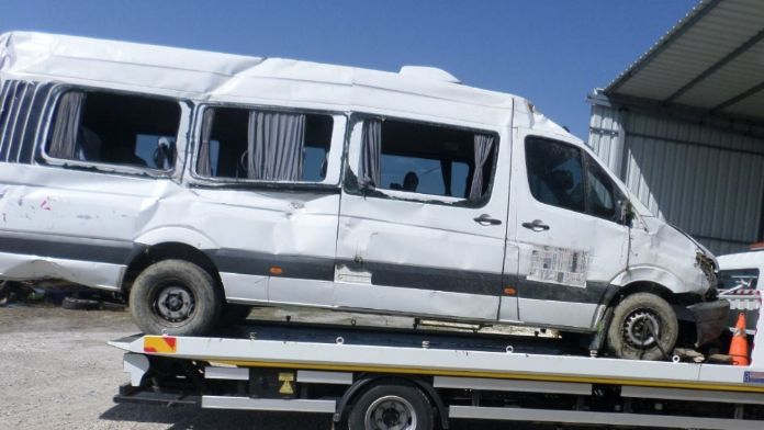 Şoför direksiyonda uyudu: 3 yaralı