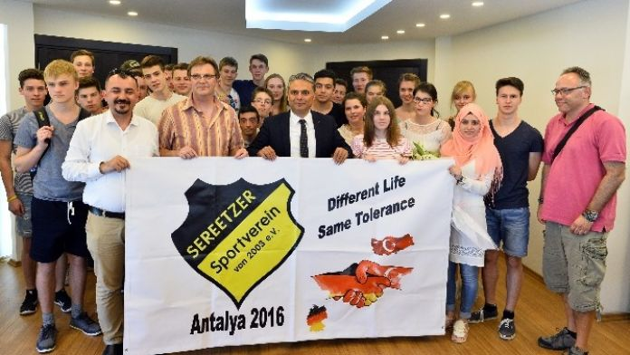 Alman Gençler, Başkan Uysal'ı Ziyaret Etti