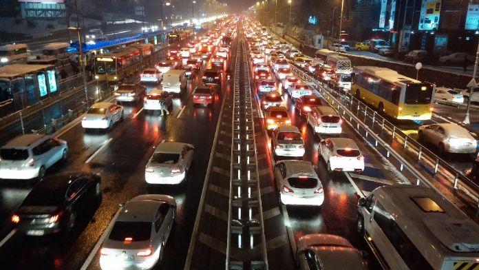 İstanbul trafik çilesinde dünya üçüncüsü