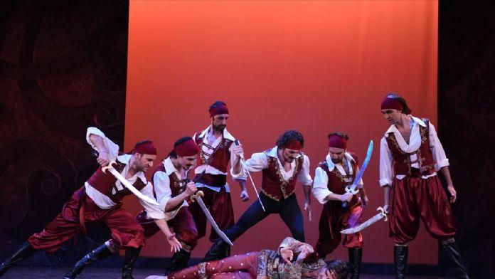 'Korsan' son iki gösteriyle seyirciye veda edecek