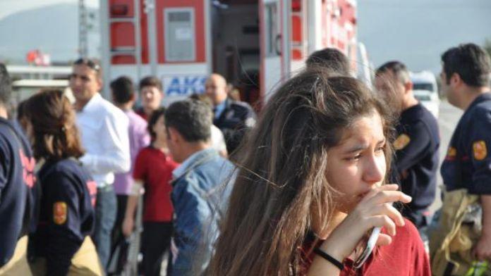 Torbalı'da öğrenci servis minibüsü devrildi: 13 yaralı