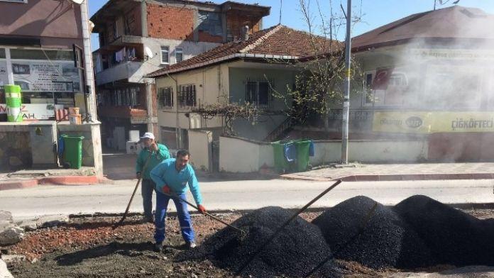 Kartepe'de Asfalt Yama Çalışmaları Sürüyor