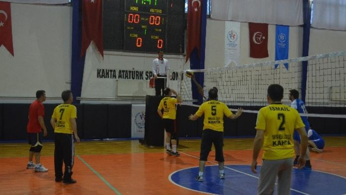 Kahta İlçesinde Kurumlar Arası Voleybol Turnuvası Başladı