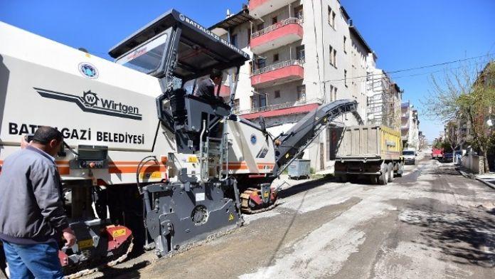 Battalgazi'de Sıcak Asfalt Çalışmaları Devam Ediyor