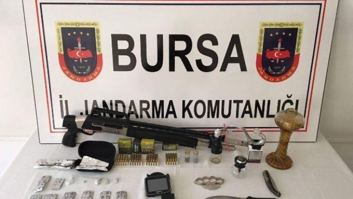 Jandarmanın Durduğu Araçtan Kokain Ve Silah Çıktı