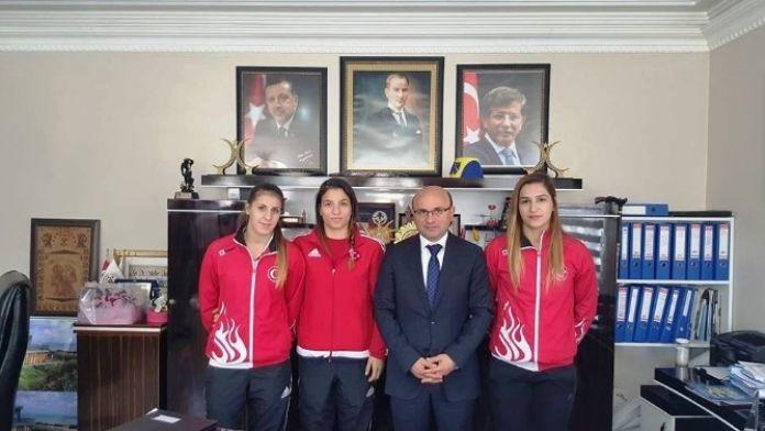 Şampiyonlardan Başkan'a Anlamlı Ziyaret