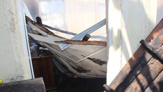 Yangın İki Evi Kullanılamaz Hale Getirdi