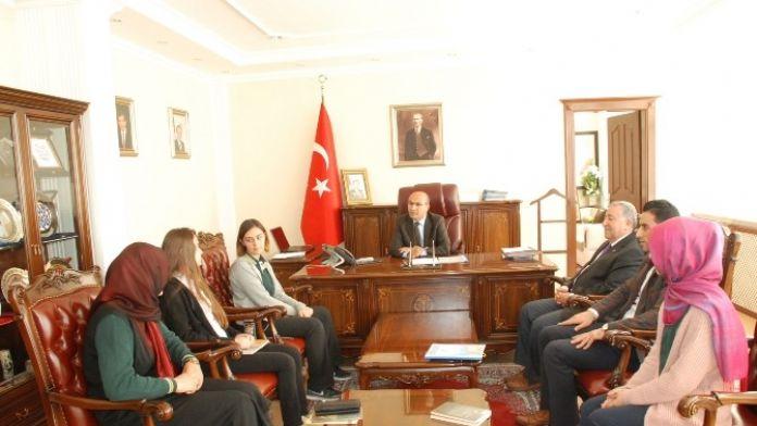 TÜBİTAK Şampiyonlarından Vali Demirtaş'a Ziyaret